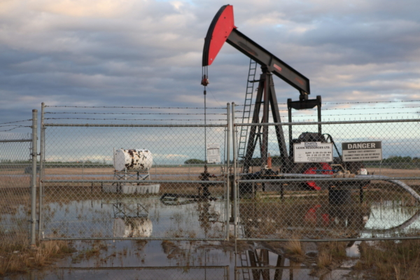 Alberta Oil Well. Photo: The Leap.